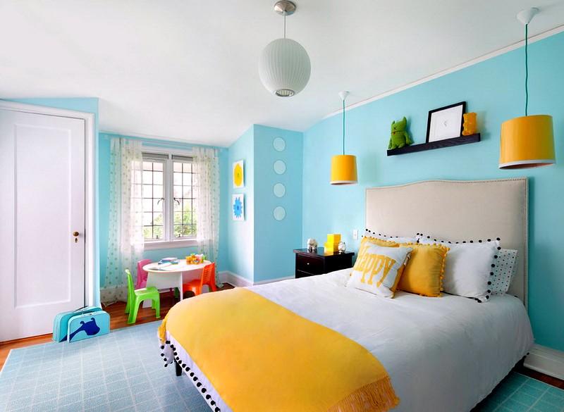 Акценты в светлой спальной комнате