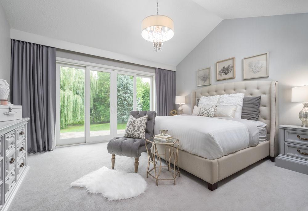 Аскетичный дизайн комнаты в серых тонах