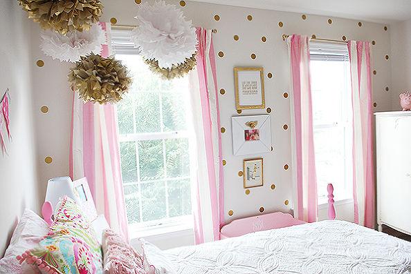 Бело-розовая спальня для юных принцесс