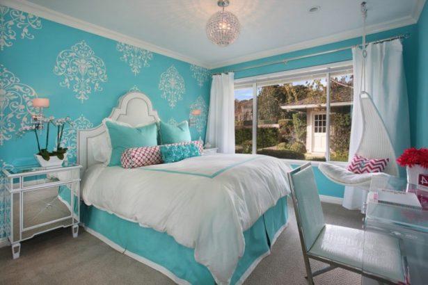Голубые цвета спальни идеально подойдут для девочек 12 лет