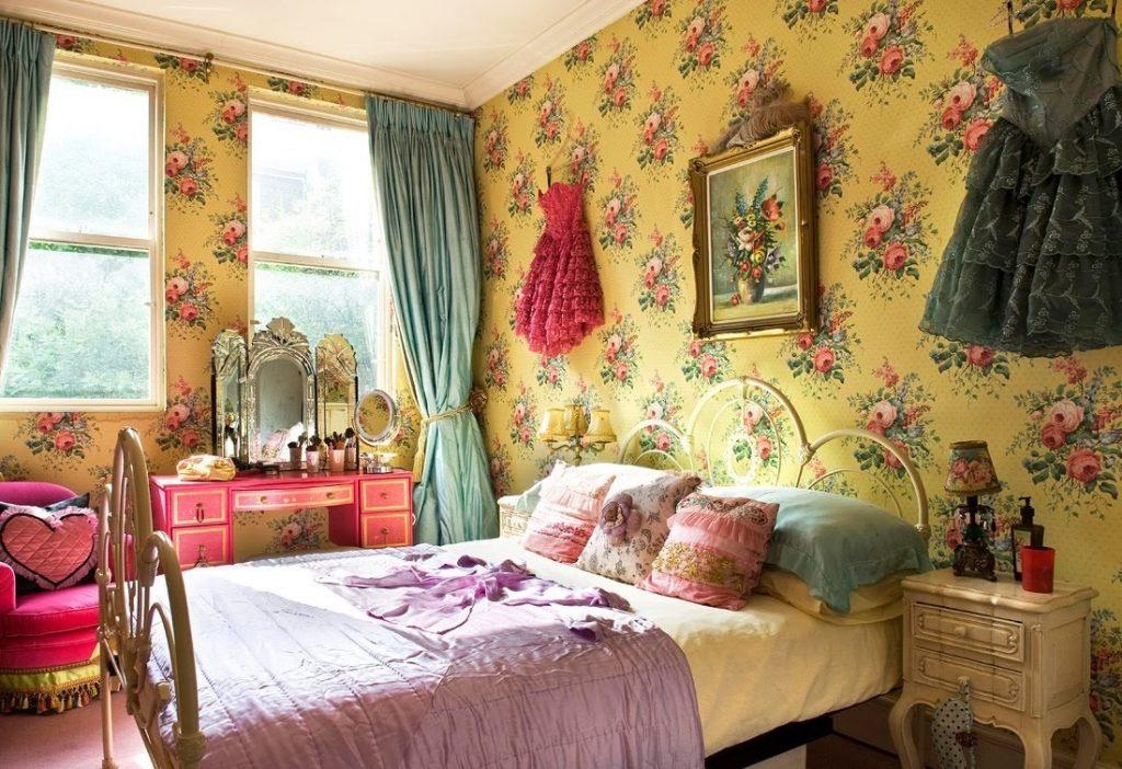 Красивые обои с цветами в спальне для девочки