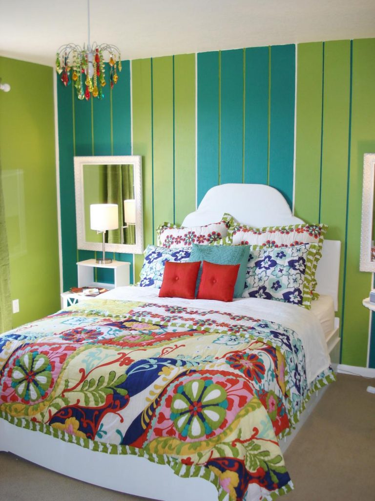Небольшая спальня для девочек 12 лет