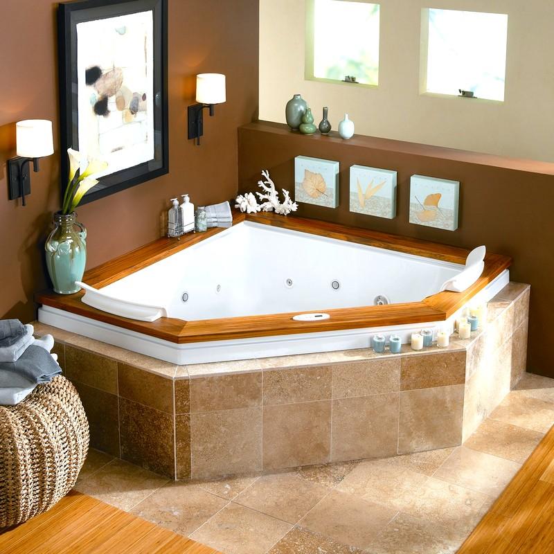 Небольшая угловая ванная