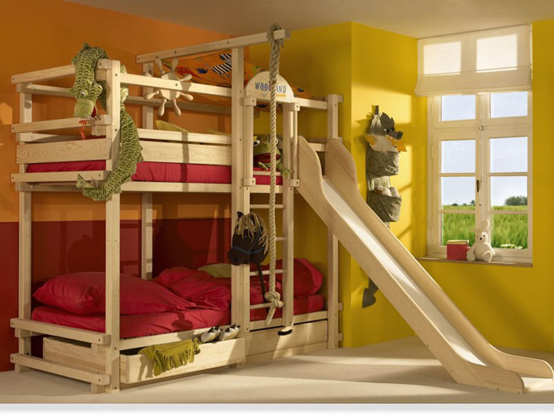 Детская двухъярусная кровать с горкой