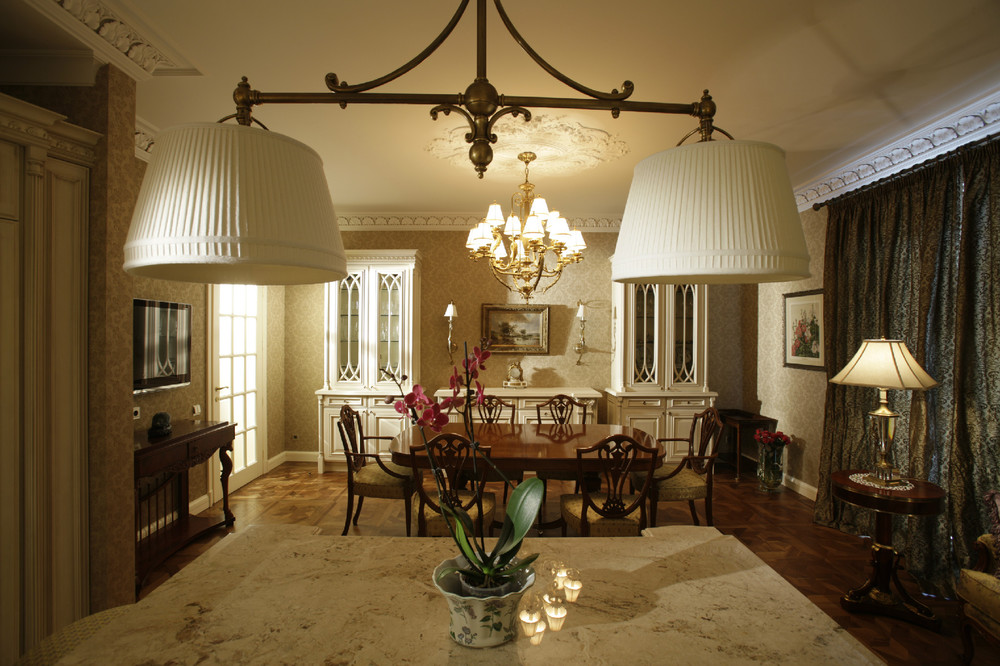 Освещение в интерьере квартиры в английском стиле