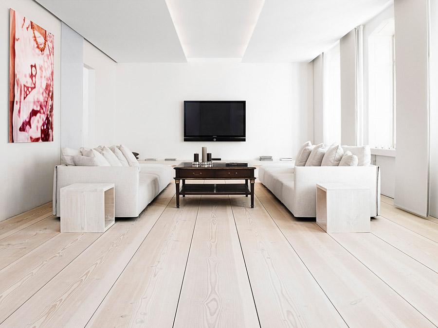 Интерьер гостиной полностью в белых тонах