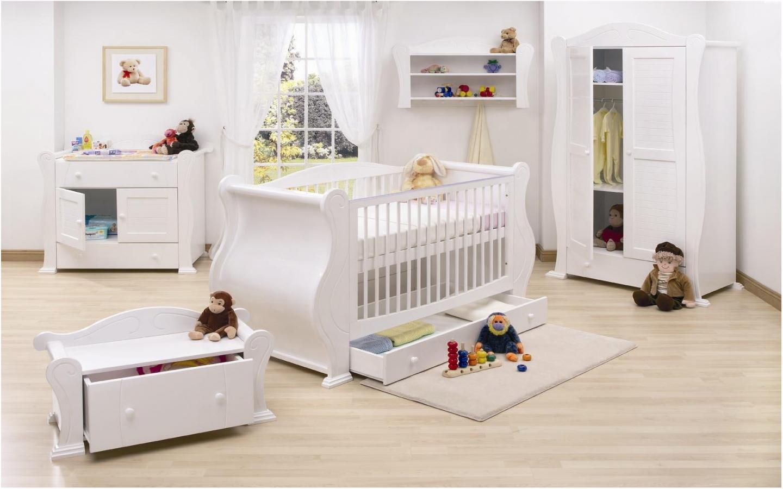 Белый ламинат в детской комнате