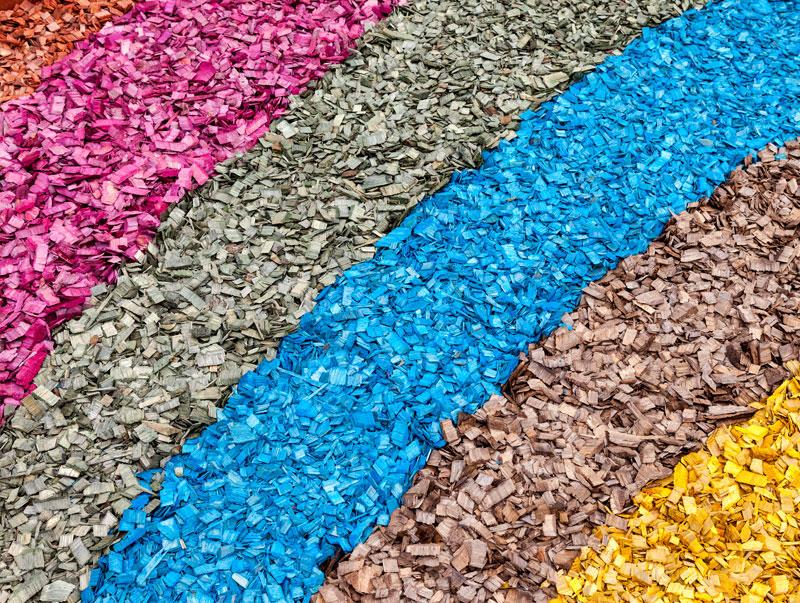Цветная декоративная щепа для ландшафтного дизайна