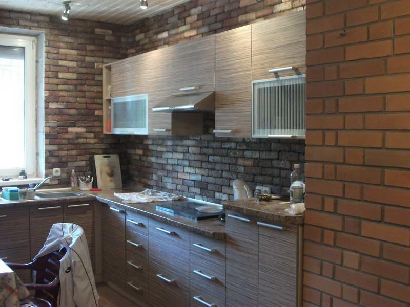 Дизайн декоративного камня на кухне