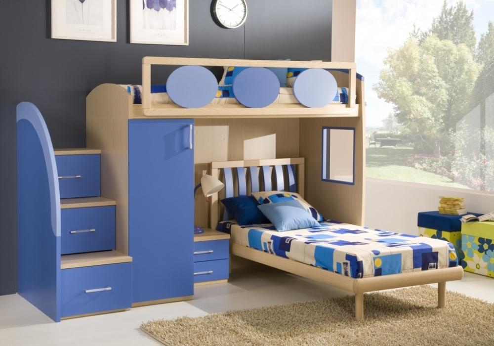 Детская комната для двух мальчиков разных возрастов