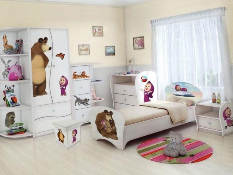 Светлая мебель из натуральных материалов в комнате для девочек