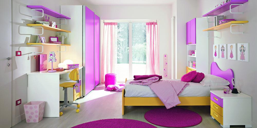 Белые стены в комнате для девочки