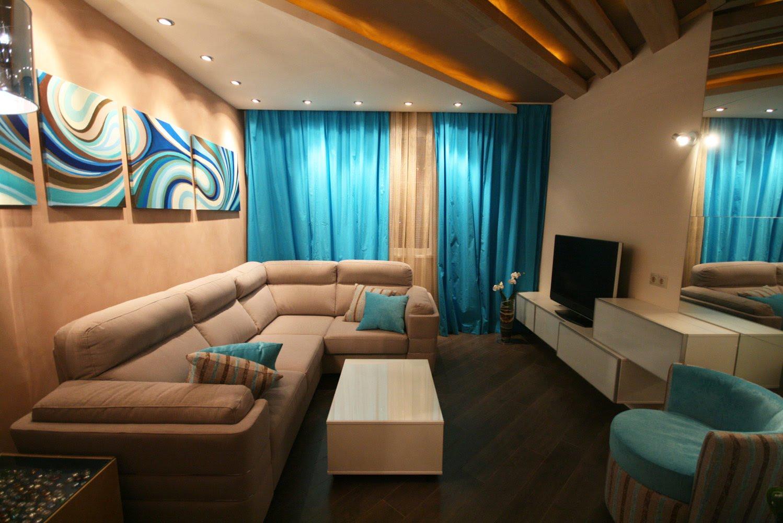 Увеличение пространства гостиной с помощью белых оттенков