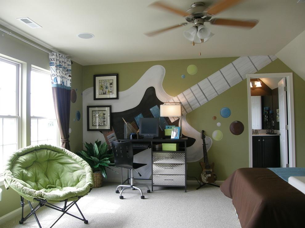 Светлая мебель в классической девичьей спальне