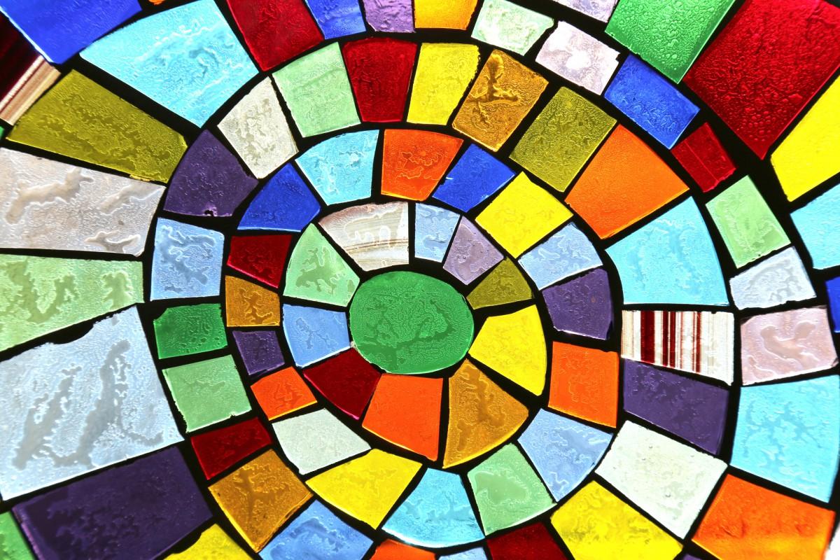 Стильно и модно смотрится стеклянная мозаика