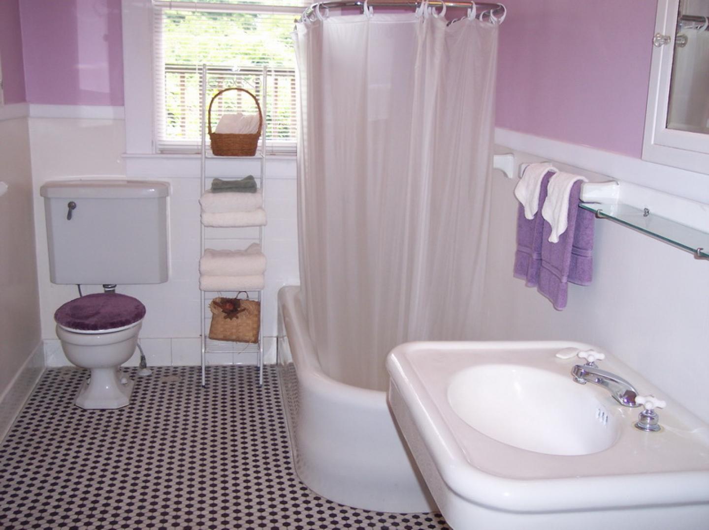 Ванная комната, где объединены туалет и душевая кабина