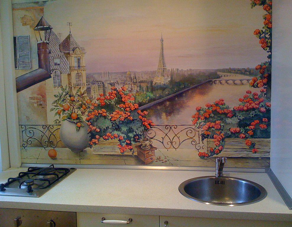 Впечатляюще смотрятся на кухонных стенах росписи и мозаика
