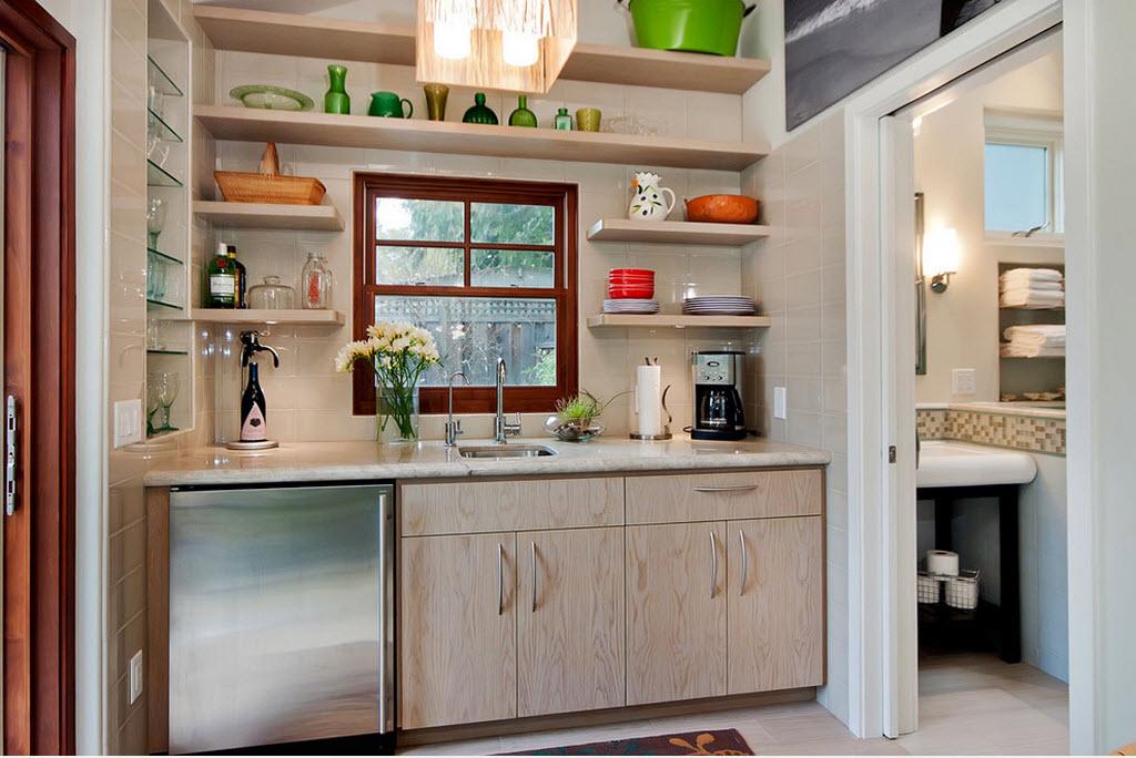 Интерьер маленькой кухни в бежевых оттенках