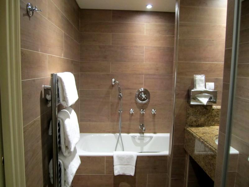 Дизайн-ванной-комнаты-в-бежевых-тонах