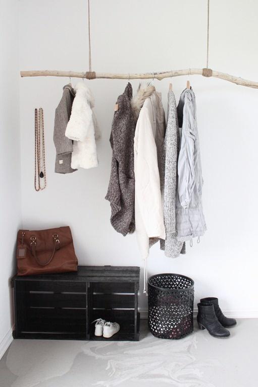 Дизайн небольшого гардероба для женщины