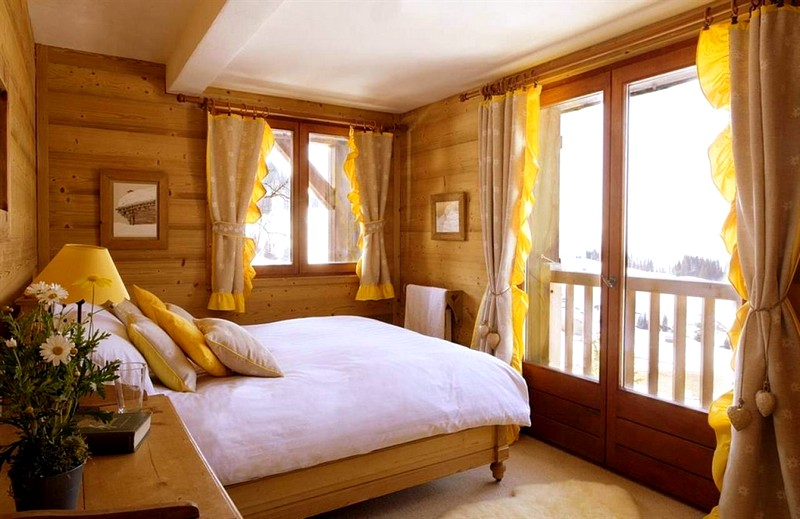 Идеи и варианты оформления интерьера внутри деревянного