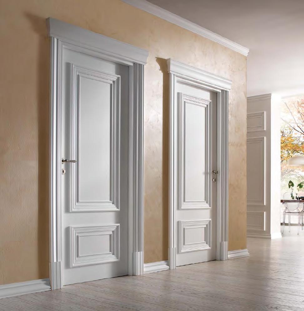 Декорированные белые двери