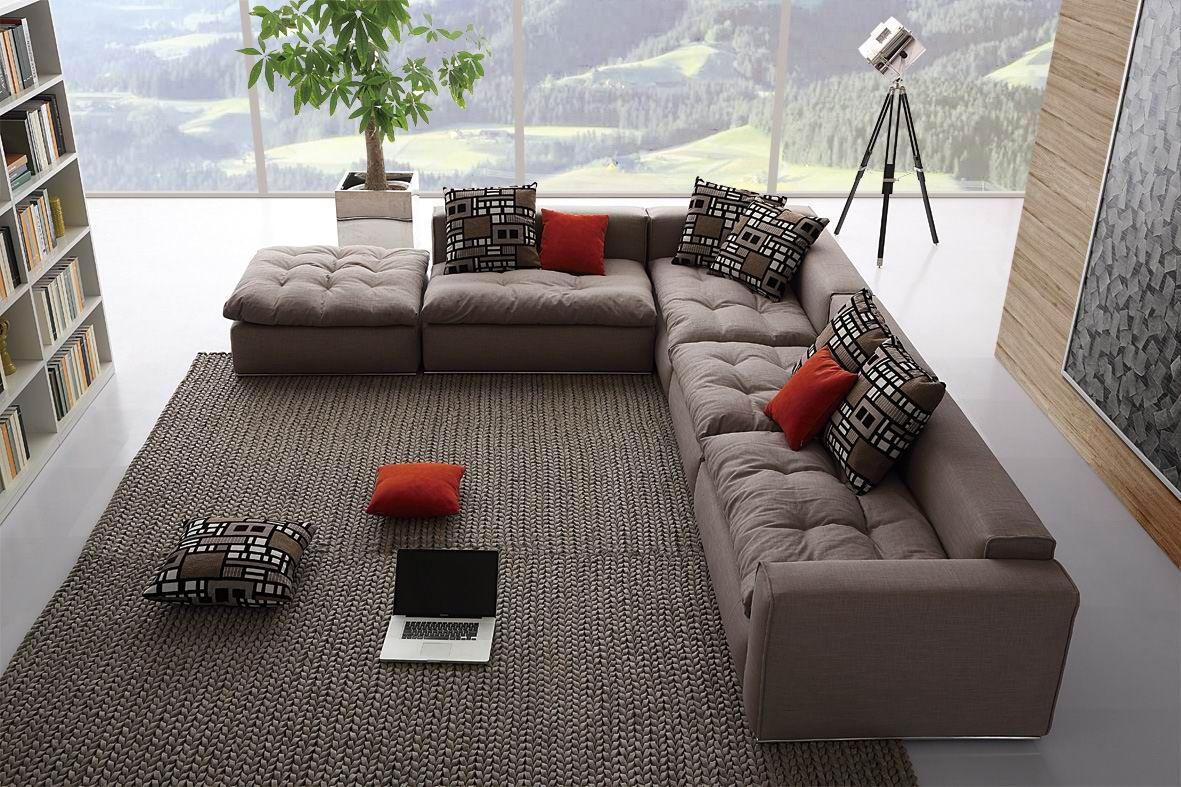 Угловой диван с передвижными модулями