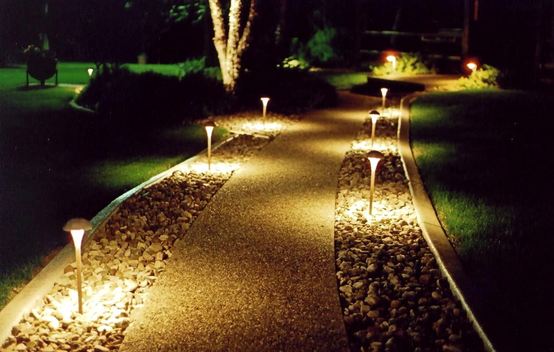 Осветительные приспособления вдоль дорожек