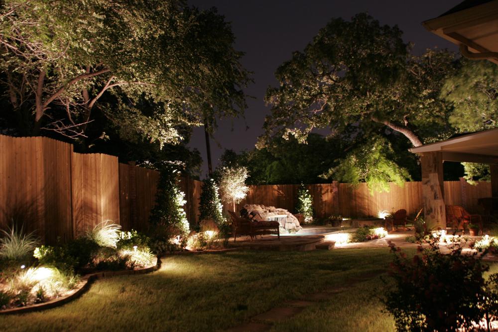 Освещение клумб во дворе частного дома