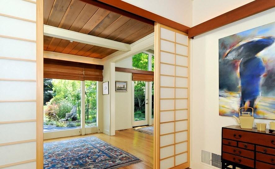 Интерьер деревянного дома в японском стиле лучше всего делать в светлых тонах