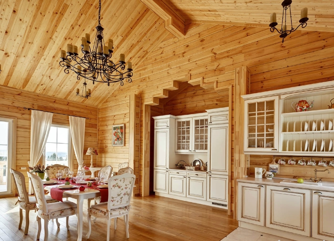 Внутри деревенского дома должно быть хорошее освещение