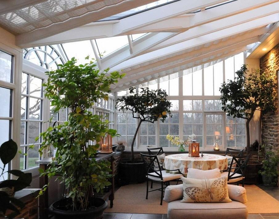Оформление интерьера внутри дачного дома живыми цветами