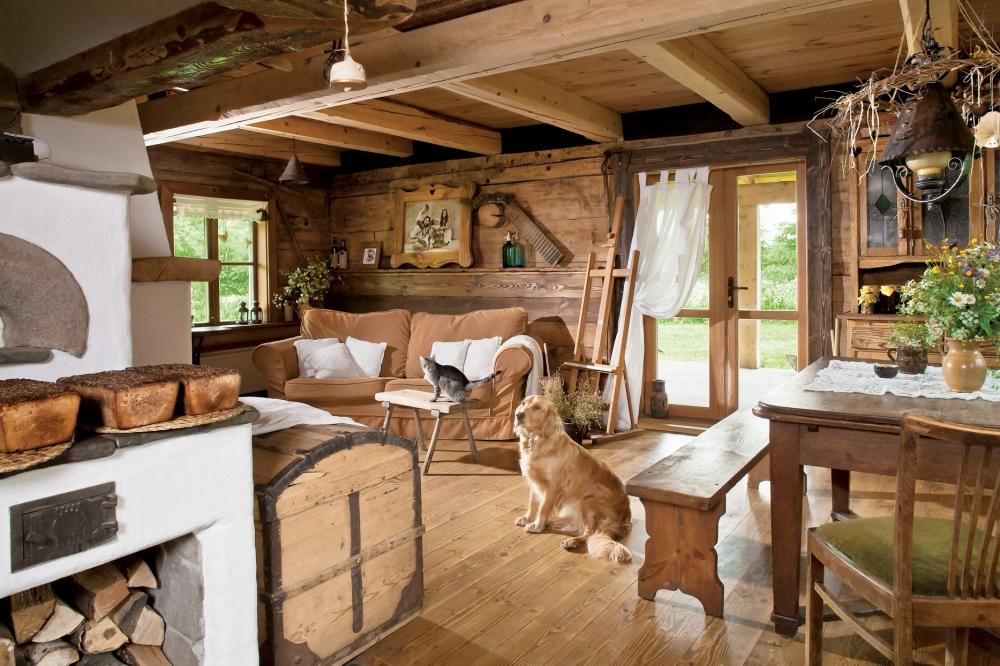 Интерьер внутри дачного дома в деревенском стиле