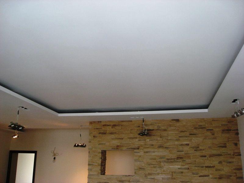 Гипсокартонный подвесной потолок в гостиной