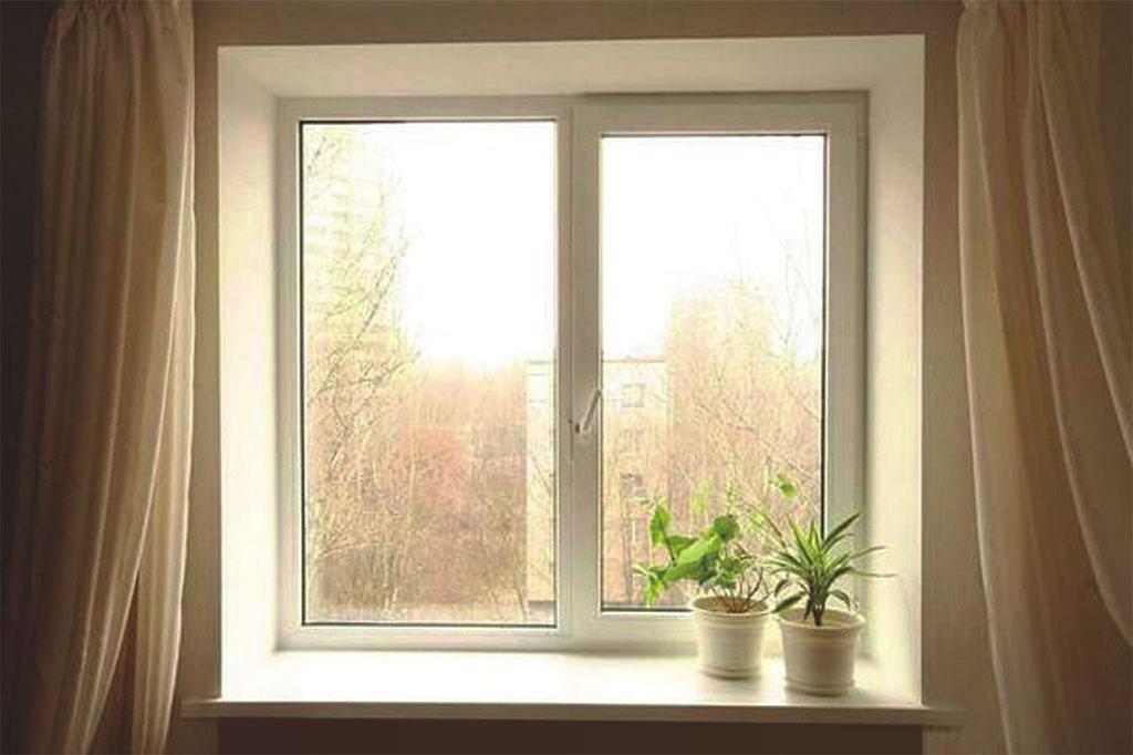 Стандартное окно многоквартирного дома