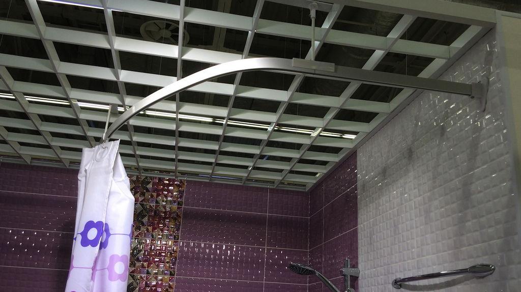 Усиленное крепление конструкции целесообразно в помещениях с интенсивной эксплуатацией