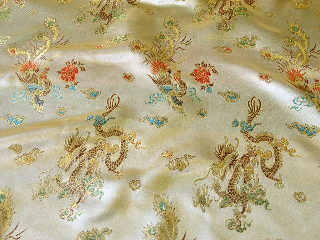 Шелковые шторы с оригинальным узором придадут комнате восточный колорит
