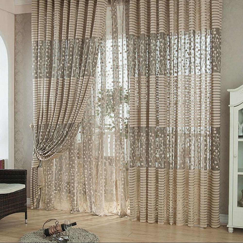 Для комнаты юной леди подойдут изящные полупрозрачные шторы