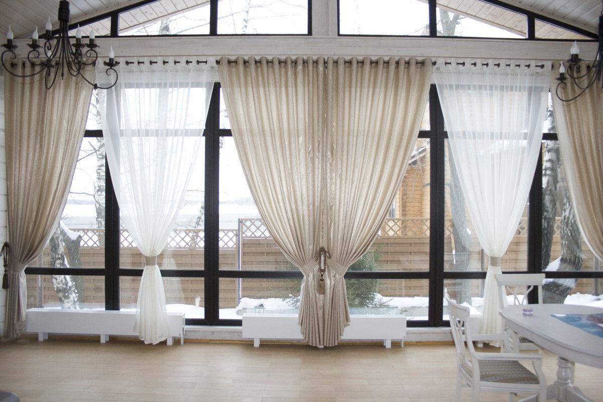 Специальная конструкция металлического карниза позволит эффектно задрапировать шторы