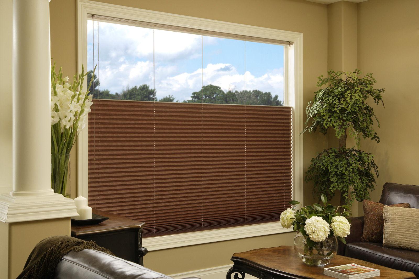 Чтобы поддерживать одну температуру в комнате, выбирайте шторы с теплоотталкивающим эффектом