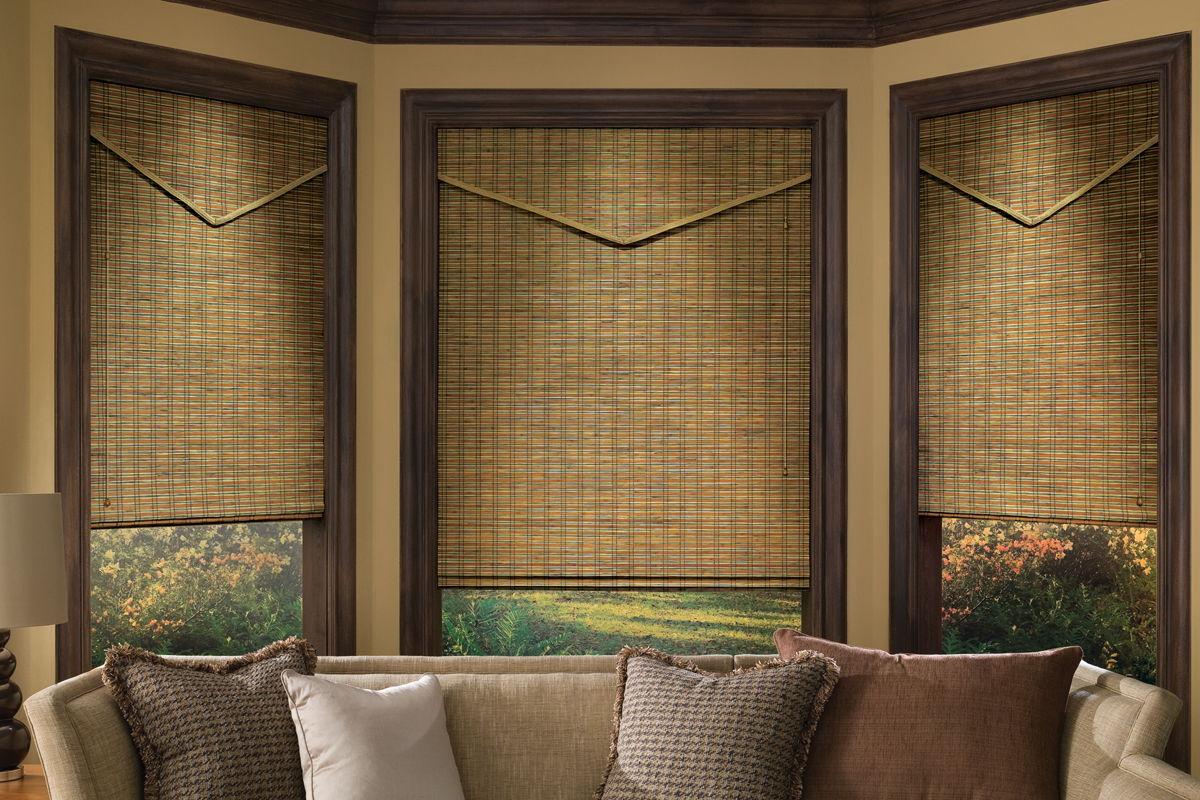 Оригинальные деревянные жалюзи для комнаты в стиле кантри надежно защитят от любопытствующего взгляда