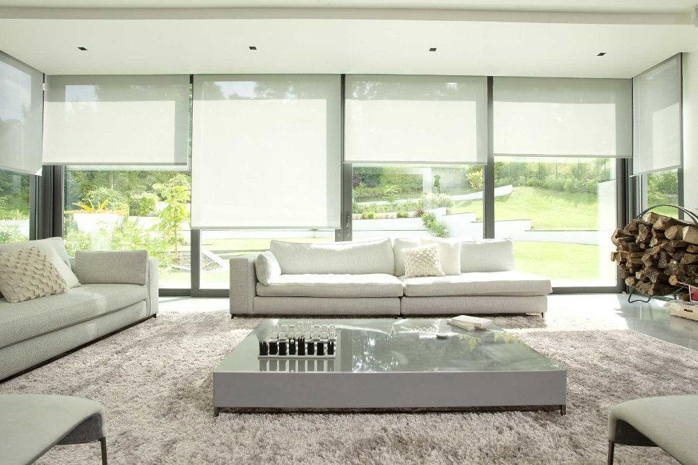 Защищая от прямых солнечных лучей, рулонные шторы не сделают помещение темным