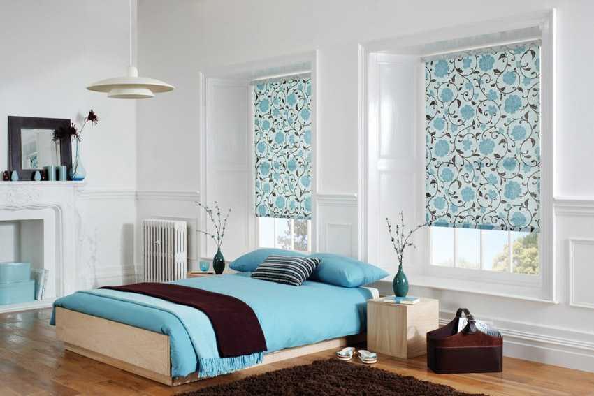 Узор на шторах может отлично гармонировать с цветами интерьера