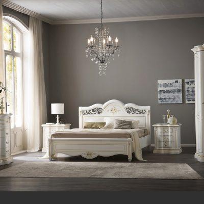 Классическая спальня с белым комплектом мебели