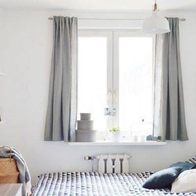 Короткие шторы в спальне до подоконника