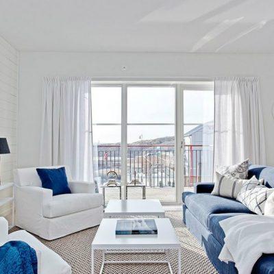Светлая гостиная в морском стиле