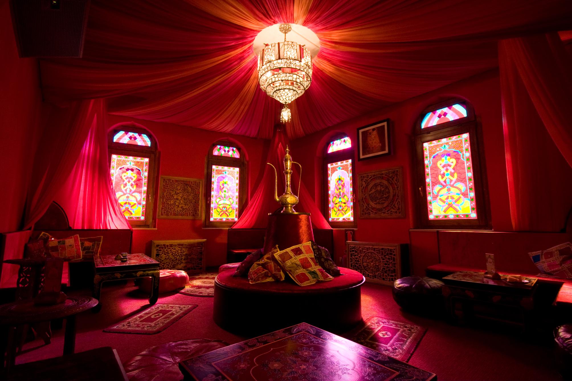 Красиво оформленная спальня своими руками 970