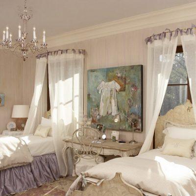 Шторы — балдахины в спальне