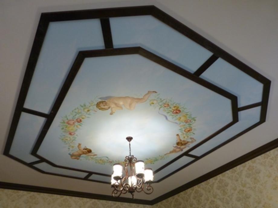 Потолок на кухне в романском стиле