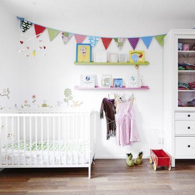 Интерьер детской в белом цвете фото